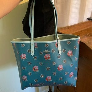 Coach City Reversible tote in Wildflower